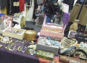 Liz's Vintage Clothing & Jewellery